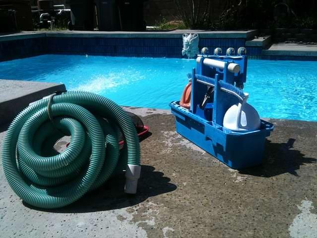 Schwimmbadreinigung 3